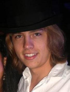 http://srbissette.com/wp-content/uploads/2012/07/cole-sprouse-1331335307-e1342112325973.jpg